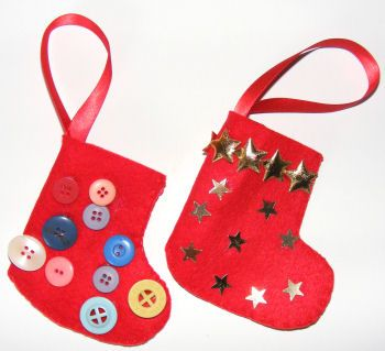 cute and simple for the little ones to make their little boots for Christmas ornaments, just add stickers or any other decorations