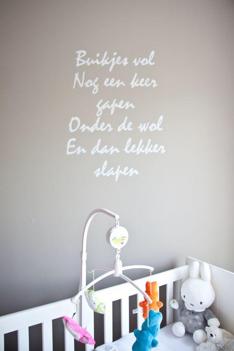 Gedichtje in de babykamer...
