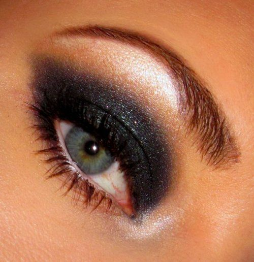 Dark eyeshadow to bring out light colored eyes