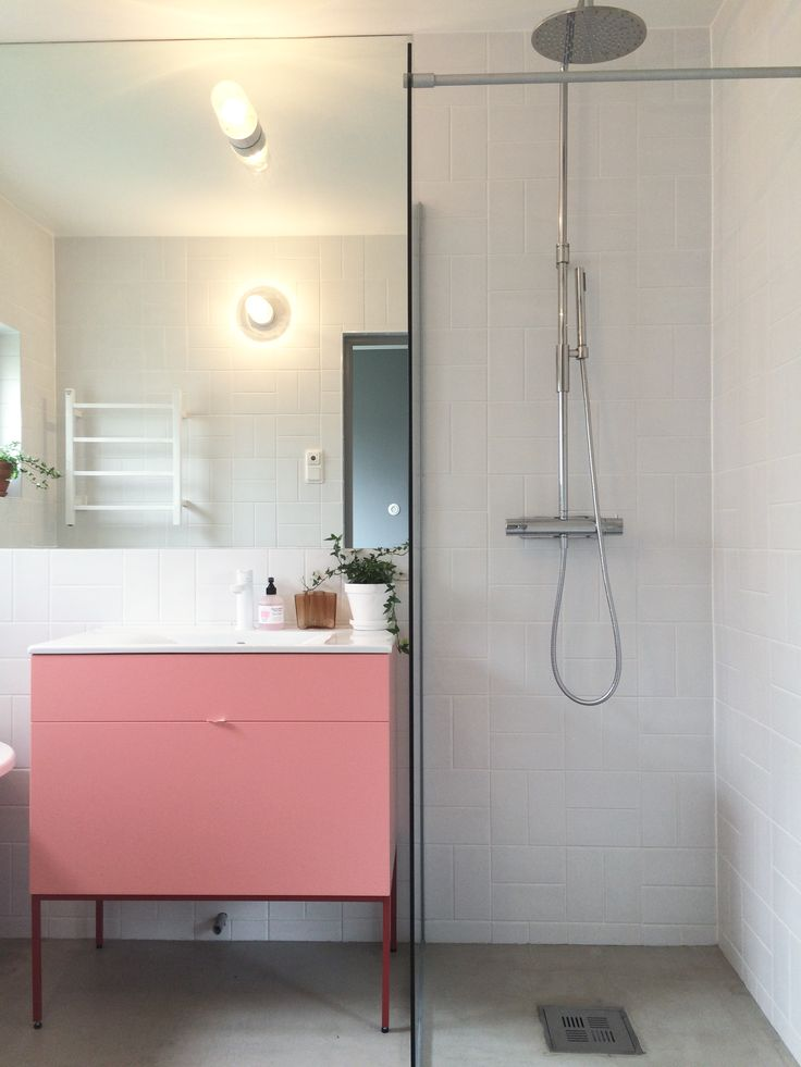 Swoon Side Vanity Unit 810, NCS 1040-Y903/Side Stand NCS 3060-Y90R/Basin Tap RIngo, White. Pic from Camilla.