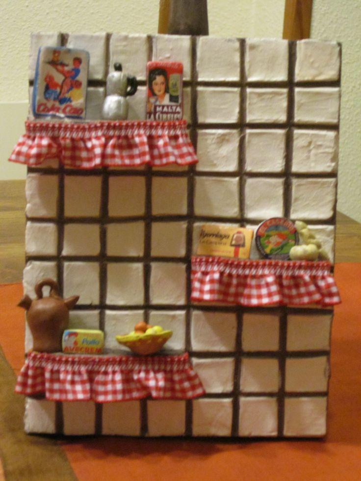 tabla de cocina decorada con producto antiguos