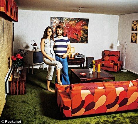 Benny and Frida: The couple at home in Vallentuna, a northern suburb of Stockholm in January 1972// ABBA plus 70s decor!