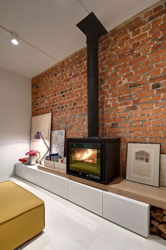 Wohnung Einrichtung Wohnzimmer Ziegelwand Kaminofen Holz