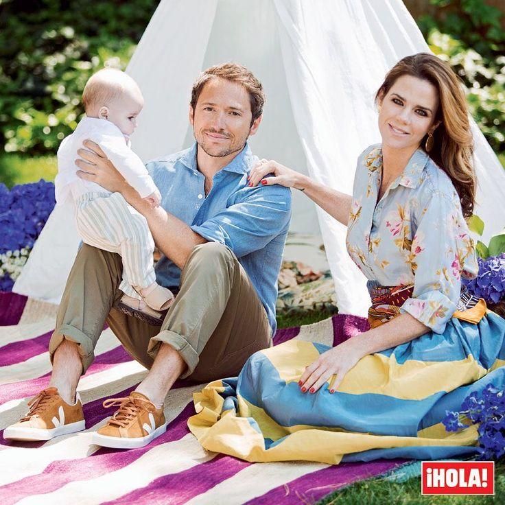 @AmeliaBono y @ManuelMartos78 nos presentan a su numerosa familia en la revista ¡HOLA! de esta semana. ¡No te pierdas el reportaje y la entrevista! #ameliabono #manuelmartos #hola #revistahola