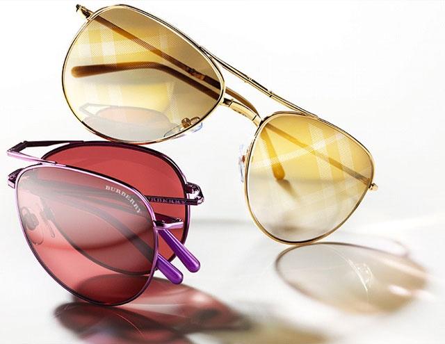 Modelul de ochelari de soare Aviator din Colectia Burberry a anului 2013