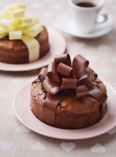 ガトーショコラがとってもゴージャスに変身☆明治ミルクチョコレートだけで作れちゃう、おしゃれなリボンデコレーション!