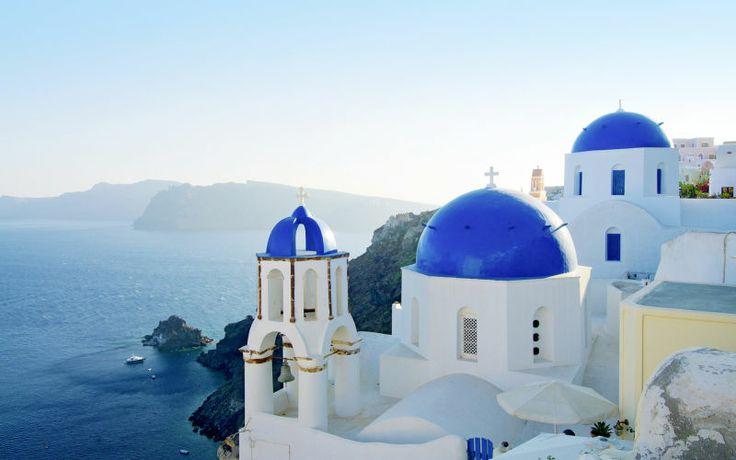 Der er mange smukke græske perler, men Santorini vinder, når det kommer til udsigten! Se mere på www.apollorejser.dk/rejser/europa/graekenland
