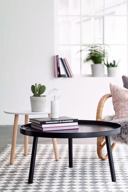 Sofabord i moderne skandinavisk design med kant rundt om. Bordplade af MDF og dampb�jet tr�. Ben massivt tr�. � 79 cm. H�jde 40 cm. Bordkantens h�jde 2,5 cm. Leveres omonterat.