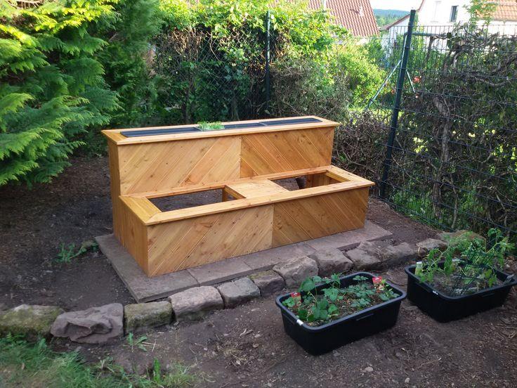 #Hochbeet #Garten Hochbeet mit Blumenkübeln und Betonwannen Kosten ca.150 €