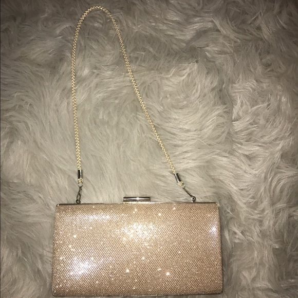 Shop Women's WINDSOR Gold size OS Clutches & Wristlets at a discounted price at Poshmark. Description: This sparkly clutch was only used once and it was for prom I never used it for anything else it is in perfect condition!. Sold by adri9498. Fast delivery, full service customer support.