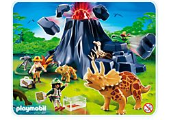 Triceratops mit Baby und Vulkan