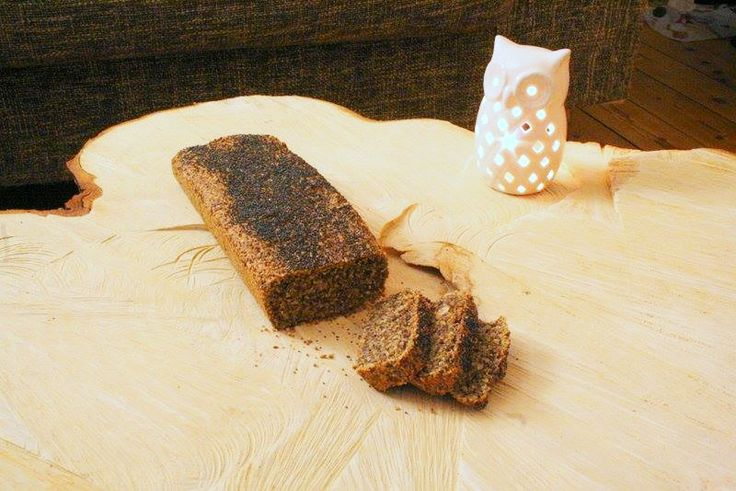 Sundt og mørkt glutenfrit brød med sesamfrø