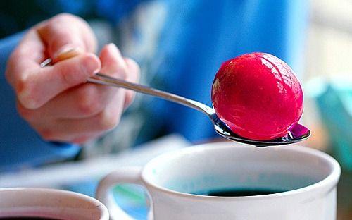 Folytatom akkor a természetes festőlevek titkaival. Főtt tojásokhoz mindenképpen ilyet javaslok  hisz a tojás így ehe...