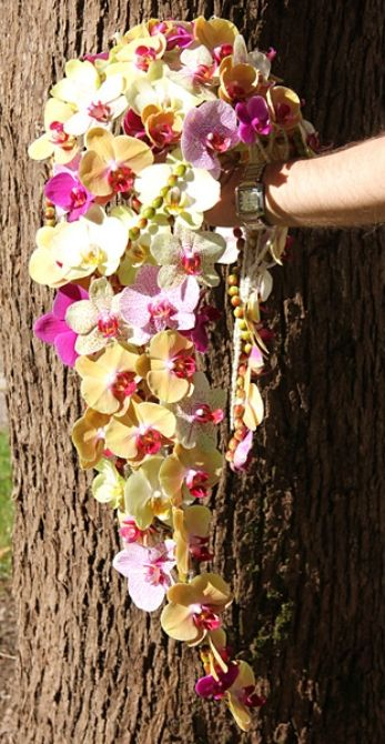 Morsiuskimppu orkideoista