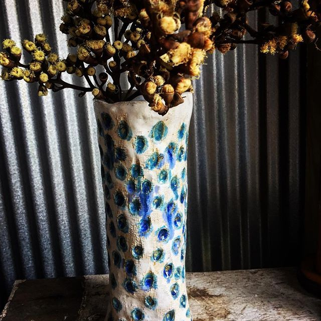 A little vase that would sit anywhere in the corner of your home! 💙