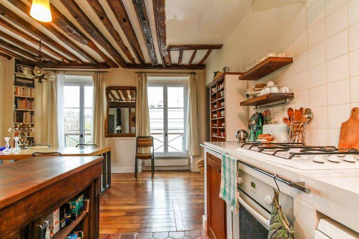 Grand appartement de charme - Apartments for Rent in Paris, Île-de-France, France