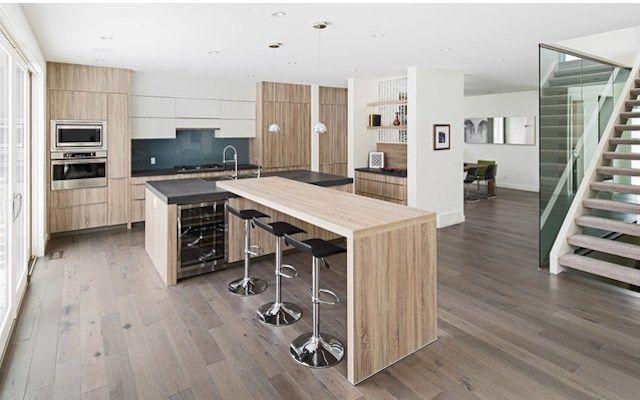 Dünyaca ünlü mutfak ve mutfak ürünleri markalarını tek bir çatı altında toplayan AYT Home, Rational kalitesi ile mutfaklara farklı bir boyut getiriyor, evlere zarif ve doğal dokunuşlar yapıyor.  Modernizm ahşabın sıcaklığı ile ısınıyor! Fonksiyonelliği ve doğall…