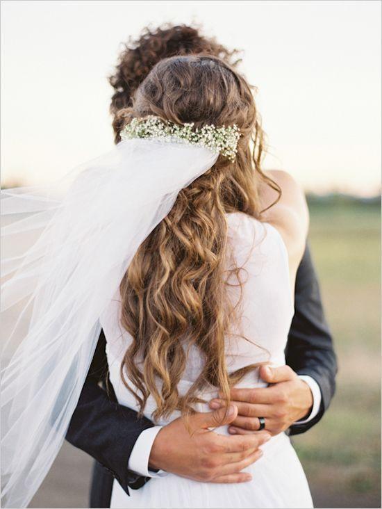 花嫁さんにぴったり♡清楚で可愛いかすみ草で儚げヘアアレンジ*にて紹介している画像