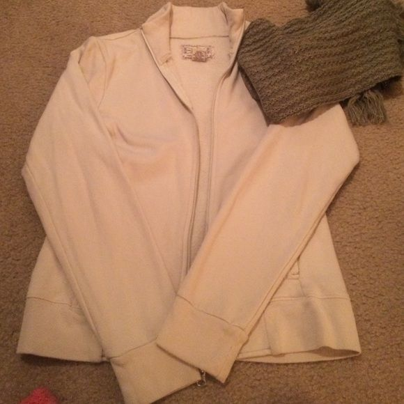 Fossil light cream zip up Flaw (I believe it's an ink stain and possibly can be washed out) shown in second photo, other than that pre loved:) Fossil Jackets & Coats