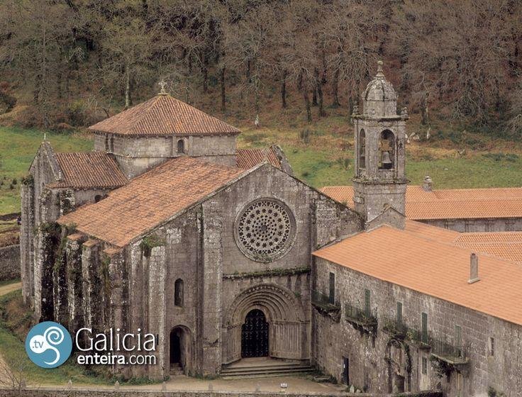En Meis encontramos este espléndido cenobio fundado en el siglo XII por San Ero.