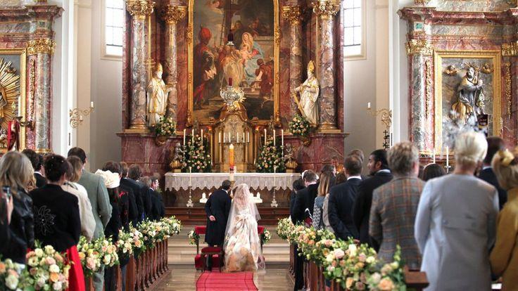 """Das Jawort gaben sich die beiden in der Dorfkirche St. Joseph in Tutzing.... """"Ich finde es sehr schade, dass es keine Zwangsheirat mehr gibt"""", quengelte Gloria von Thurn und Taxis in der ARD-Talkshow """"Gottschalk Live"""". http://www.bunte.de/royals/gloria-von-thurn-und-taxis-schade-dass-es-keine-zwangsheirat-gibt-35824.html"""
