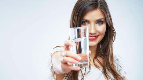 Drink warm water op een lege maag, dan gebeurt er dit... Iedereen weet dat water drinken hartstikke gezond is. Het is goed voor...