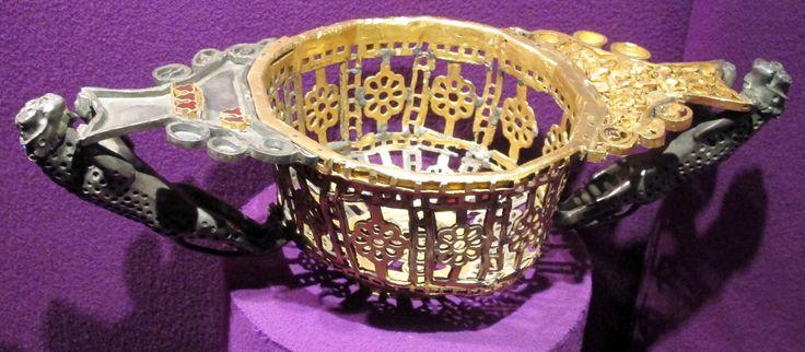 Coppa decagonale da Pietroasele. Decagonal cup from Pietroasele hoard.