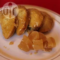 Sephardische Teigtaschen mit Nussfüllung (Travados) / Dieses türkische Gebäck ist eine Spezialität der sephardischen Küche, das zu Purim und zum jüdischen Neujahr Rosch haschana zubereitet wird.@ de.allrecipes.com