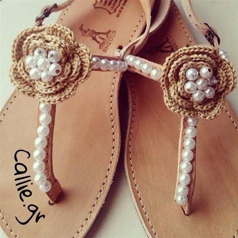 Callie - Handmade & More - Δερμάτινο σανδάλι με πέρλες και πλεκτό λουλούδι σε διάφορα χρώματα!