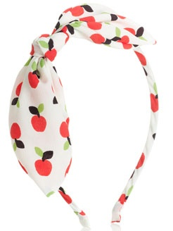 I love this apple print. I think I need to get this for my holiday!