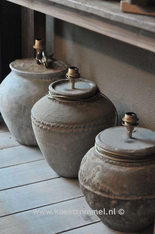 oude kruiken omgetoverd tot een fraaie lampvoet