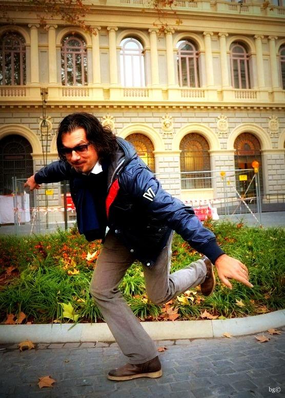 Bologna, 31 dicembre 2012. Auguri di serena allegria da Davide Lucchini  - red paper©
