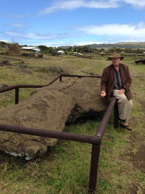 Paul from Tekarera Inn explaining what happened to this Moai statue