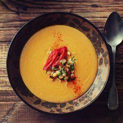 Kremowa zupa z kukurydzy z mlekiem kokosowym, imbirem i kurkumą | Kwestia Smaku