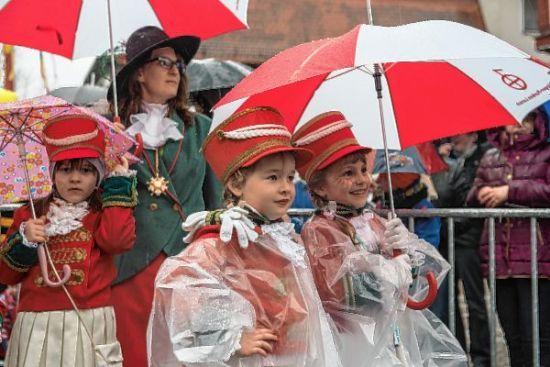 Regen soll Feierlaune in Lorsch nicht trüben http://www.morgenweb.de/region/bergstrasser-anzeiger/lorsch/1.3174561