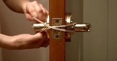 Cez kľúčky od dverí natiahla gumičky. Keď zistíte, na čo je to dobré, spravíte to aj vy