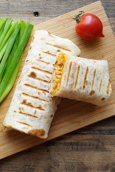 Хозяйке на заметку. Буррито (уменьшительное от исп. burro — осёл; «ослик») — мексиканское блюдо, состоящее из мягкой пшеничной лепёшки (тортильи), в которую завёрнута �…