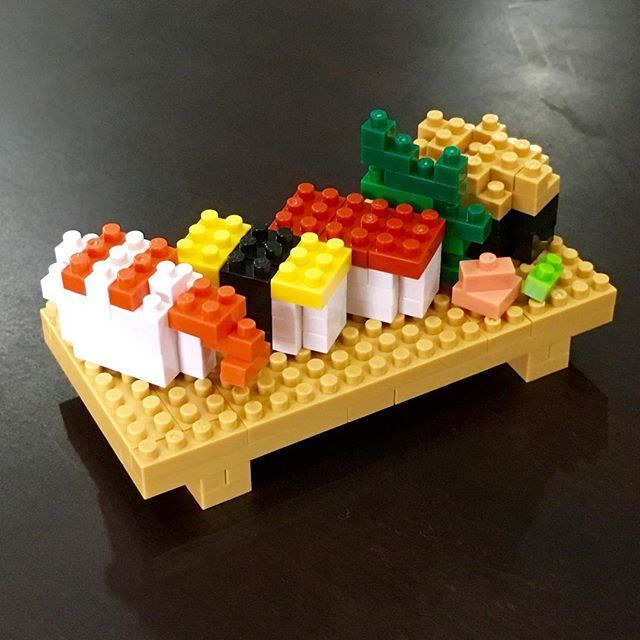 nanoblock sushi🍣 Christopher Tan design plus some arrangements  紅ショウガとワサビ、ハランを添え台も少々拡張 ゲージツがバクハツだ💥 #nanoblock #christophertan #sushi #sushi🍣 #nigirizushi #nigirisushi #nigiri #nigiri🍣
