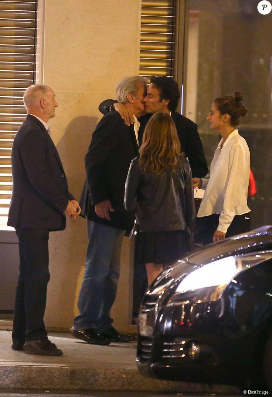 Exclusif - Alain Delon , Anthony Delon et ses deux filles Lou et Liv - Le clan Delon réuni à l'occasion des 50 ans de Anthony Delon au Mandarin Hotel. Paris le 2 octobre 2014