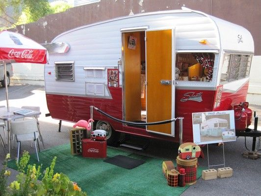 vintage travel trailer interiors | This is a 1962 Shasta travel trailer completed in August 2010. Her ...