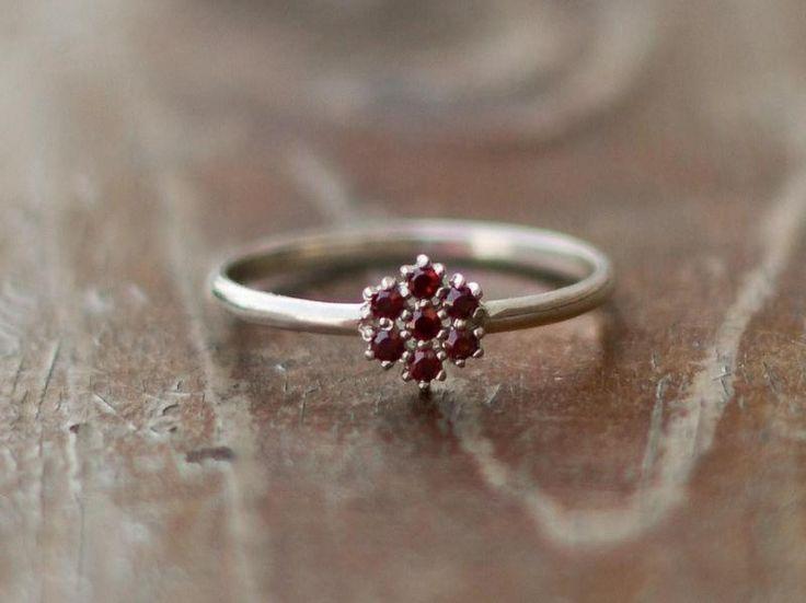 Silber Ring mit Granat von Schmuck-Batih auf DaWanda.com