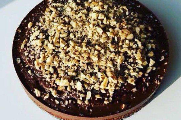 cizrnový koláč s čokoládou a oříšky