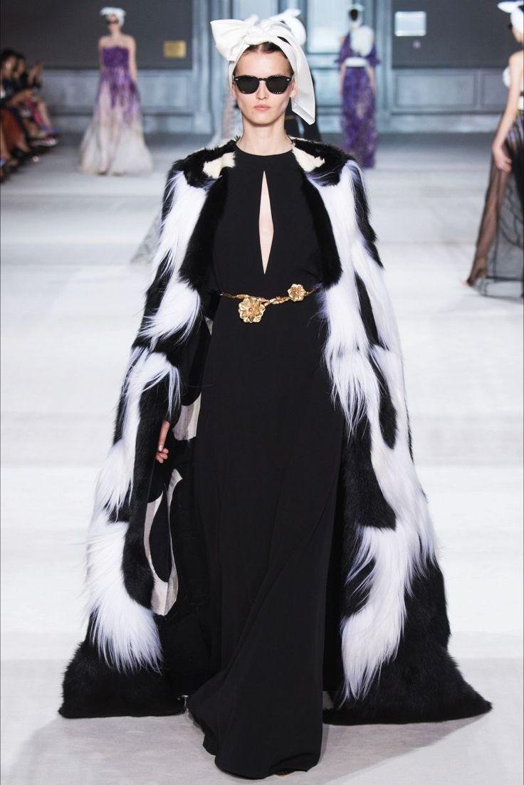 """""""Самая сложная вещь в моде – быть известным не своим логотипом, а своим стилем"""".  Джамбаттиста Валли"""