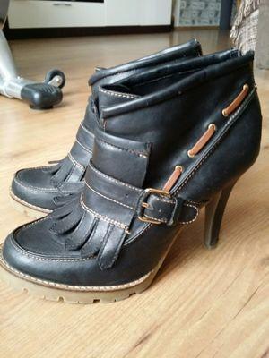 Zapatos Botines Plataforma Flecos Bershka 39-40 http://tachuelasdiy.tictail.com/products/calzado
