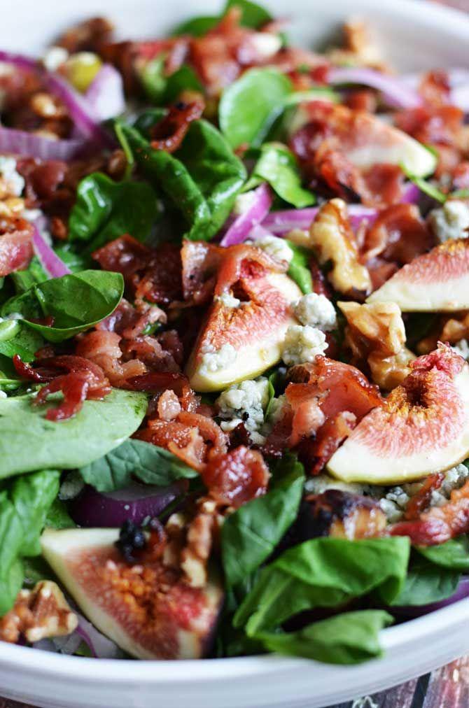 Salade à base de pousse d'épinard. Rajouter des figues, du fromage bleu, des…