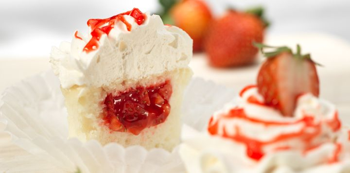 Strawberry Filled Cupcakes | Gourmet Cupcakes | Pinterest