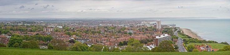 Eastbourne - Panoramic view    Eastbourne:  Un programa para aprender inglés,  arte y deportes por igual.     Eastbourne es una de las ciudades costeras mejor conservadas del Reino Unido y, además, es uno de los lugares más soleados del país.     #WeLoveBS #inglés #idiomas #Eastbourne  #ReinoUnido #RegneUnit #UK  #Inglaterra #Anglaterra