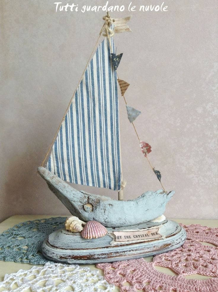 Everyone looks at the clouds: Runner Crochet & Sailboat