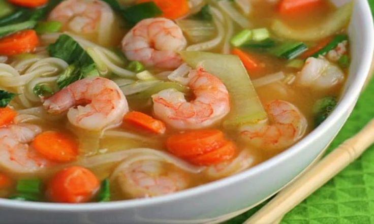 Une soupe asiatique aux crevettes en 10 minutes top chrono! On la veut tout de suite