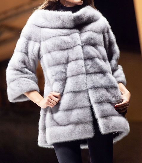 Light long fur with wide neck